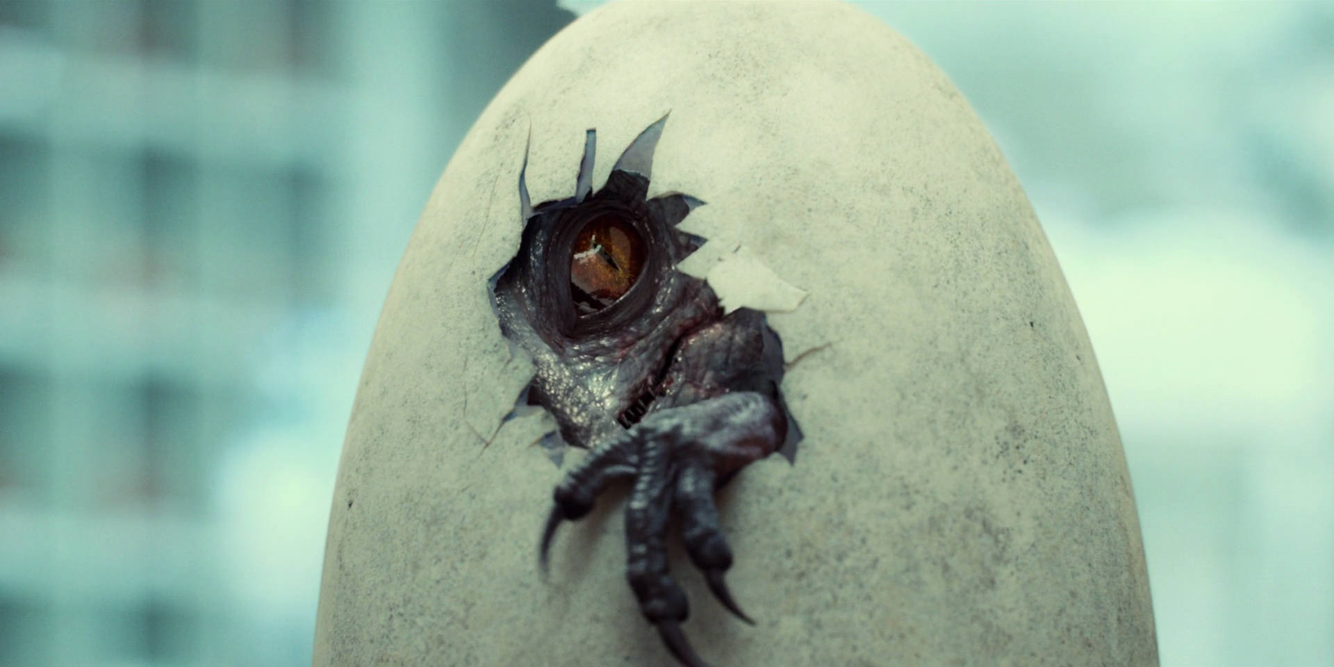 Creepy-new-jurassic-world-tv-spot-teases-the-indominus-rex-hatching