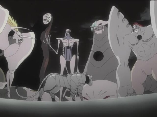 File:Grimmjow with his Fraccions.jpg