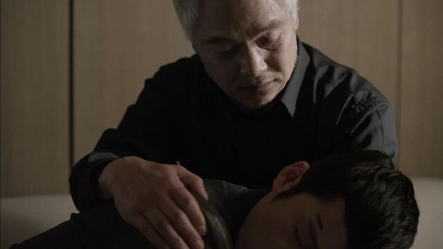 File:Baek san hold his son.jpg