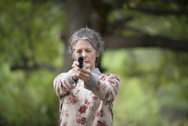 File:AMC 513 Carol Aiming Gun.png