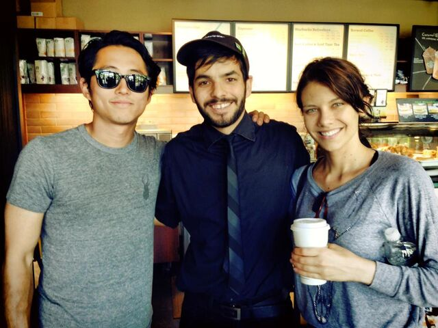 File:Steven yeun & lauren cohan at starbuck.jpeg