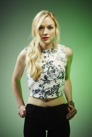 File:Emily Kinney 2014 July.jpg