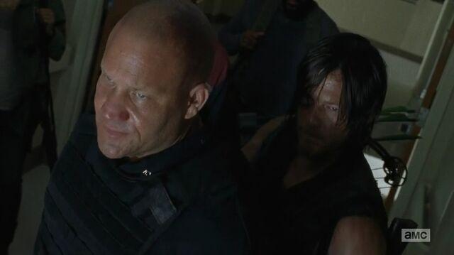 File:S5E8 Daryl 18.jpg