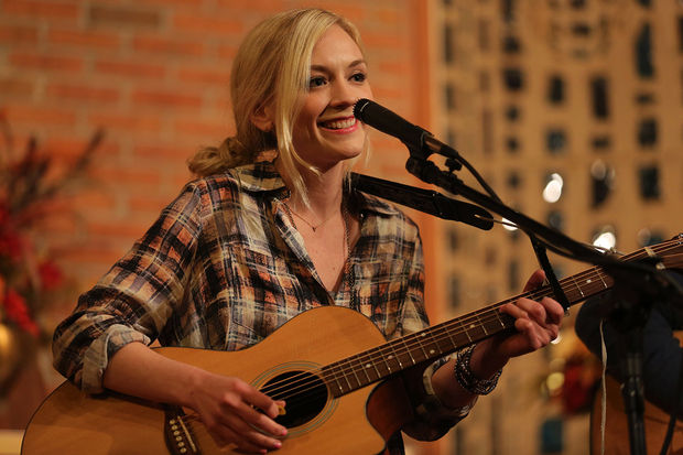 File:Emily-kinney-orlando-the-social-tickets.jpg