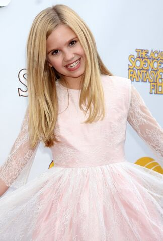 File:Kyla-kenedy-saturn-awards-2014-01.jpg