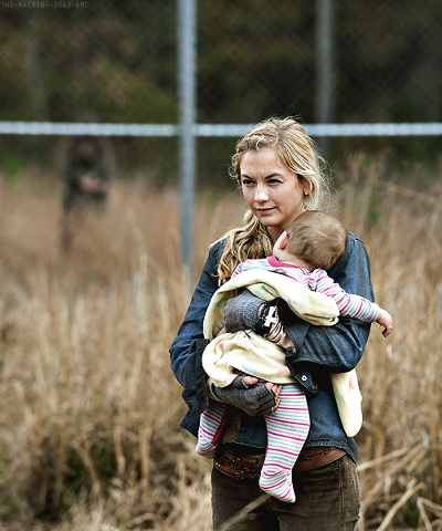 File:400px-Beth with Judith in finale flashback so adorable.png