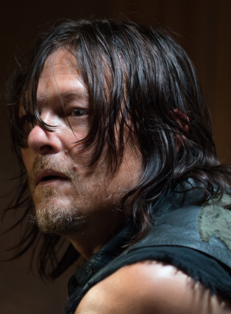 File:611 Daryl Looking.png