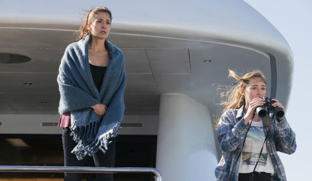 File:Alica-and-Ofelia-star-in-season-2-of-AMCs-Fear-The-Walking-Dead.jpg