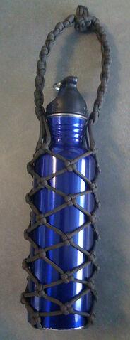 File:Paracord water bottle holder.jpg