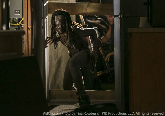 File:Michonne sneaks in woodbry.jpg
