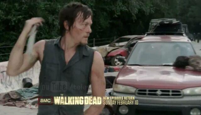 File:Daryl with knife (309.jpeg