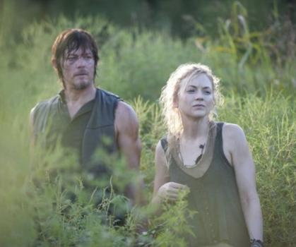 File:Daryl and Beth promotional pic in the field.JPG