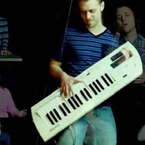 File:Jeremiah Scott - Can't Hold Us-Feel This Moment Mashup (Macklemore, Ryan Lewis, Pitbull & Christina Aguilera).jpg