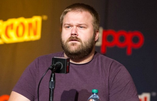 File:184273704-writer-robert-kirkman-attends-new-york-comic-gettyimages-618x400.jpg