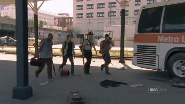 File:Walking dead season 1 episode 4 vatos (14).png