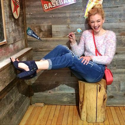 File:Emily Kinney photo pose so very cute and adorable.JPG
