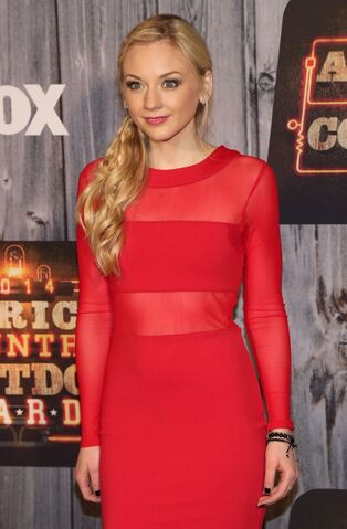 File:Emily-kinney-at-american-country-countdown-awards-2014-in-nashville 1.jpg