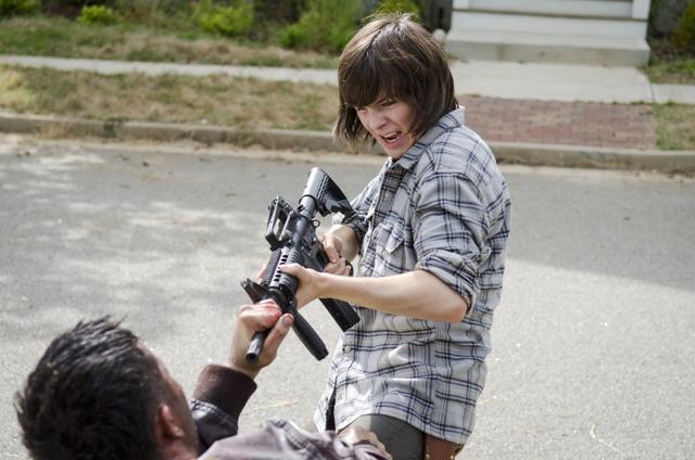 File:AMC 602 Wolf Tackles Carl.png
