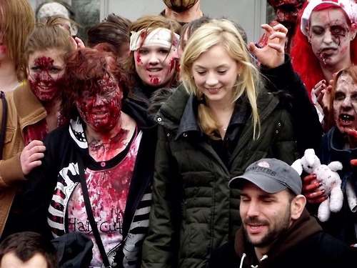 File:Emily Kinney with the one who played Jim and bunch of zombies.jpg