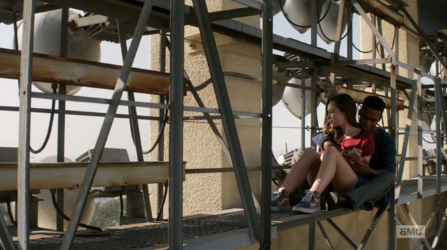 File:Alicia and Matt on the roof of the school.png