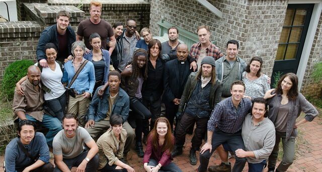 File:The Walking Dead season 6 cast.jpg