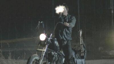 Daryl shooting walkers ep 13