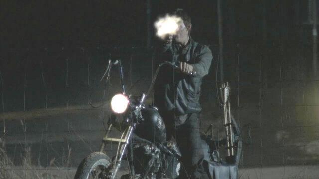 File:Daryl shooting walkers ep 13.jpg