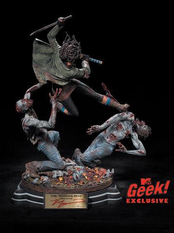 File:Michonne Statue 2.jpg