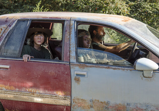 File:5x11 Rick, Michonne & Carl.jpg