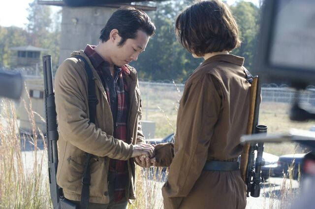 File:The-walking-dead-season-3-episode-15-glenn-and-maggie-proposal.jpg