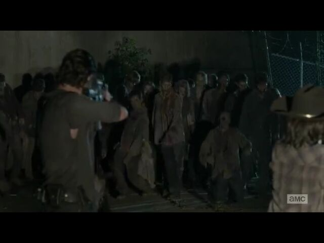 File:Rick Carl shoots walkers - Internment.jpg