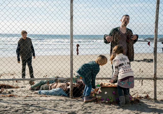 File:FTWD 202 Harry Willa Fence.png
