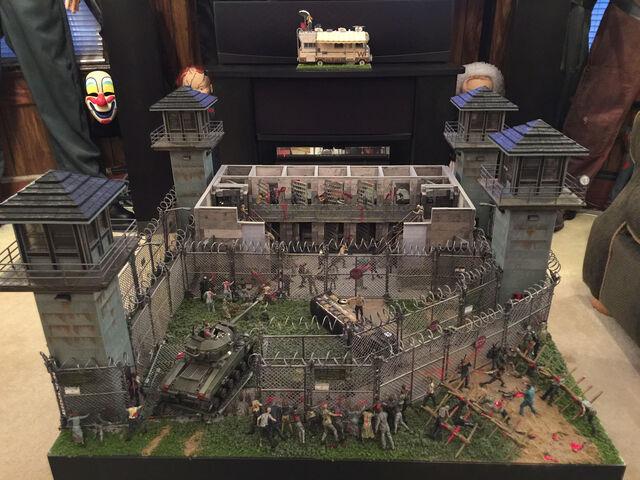 File:Walking Dead Display 8 - 8x6.jpg