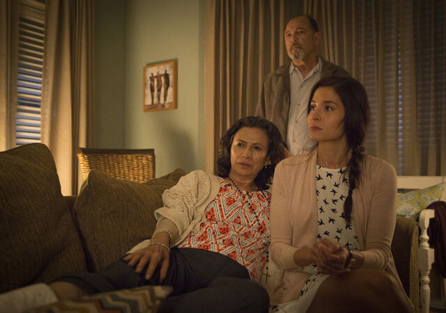 File:AMC Fear 103 Ofelia, Daniel, Griselda.jpg