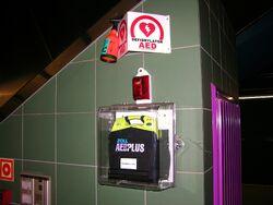 AED na Stacji Świętokrzyska.JPG
