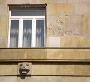 Krakowskie Przedmieście (nr 11, ślady kul)