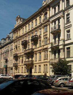 Nowogrodzka (kamienica nr 44, fasada).JPG