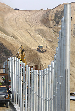 File:BorderFence2.jpg