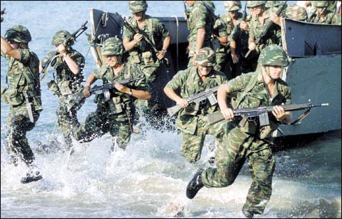 File:Soldiers in water.jpg