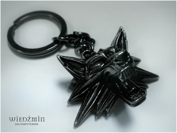 File:Witcher medallion keychain.png