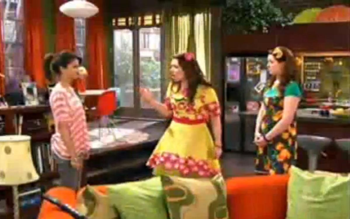 Alex Russo Bedroom In Wizards Of Waverly Place Style Ideas. Alex Russo S Bedroom In Wizards Of Waverly Place   Bedroom Style Ideas