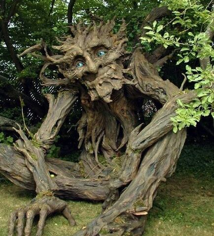 File:Tree-Troll-sculpture2 by Kim Beaton.jpg