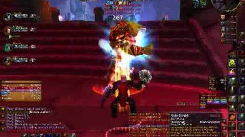 Paladin Tanking Gun'Drak - World of Warcraft