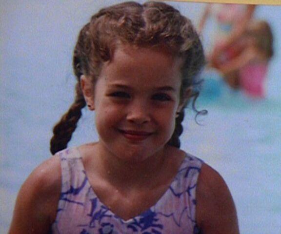 File:Samantha Mulder at swimming pool.jpg