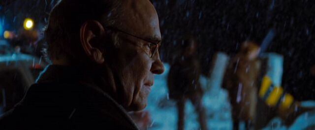 File:Walter Skinner helps Dana Scully in 2008.jpg