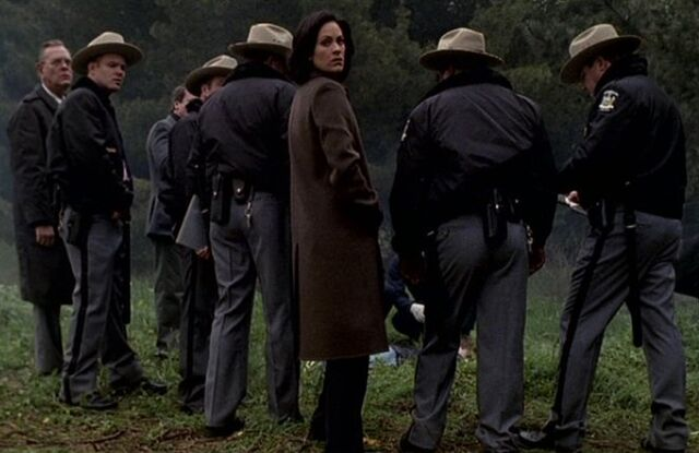 File:Monica Reyes finding Luke Doggett.jpg