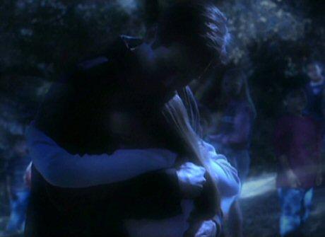 File:Fox Mulder with Samantha Mulder walk-in.jpg