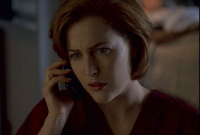 File:Scully calling mulder.jpg