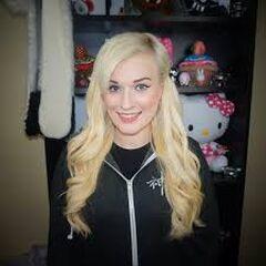 Kaeyi with blond hair.