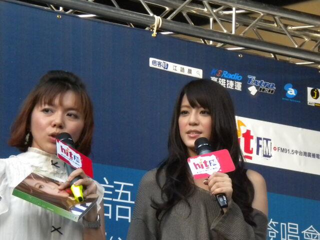 檔案:江語晨&cherry77.JPG